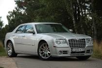 Chrysler 300C SRT8: лови волну