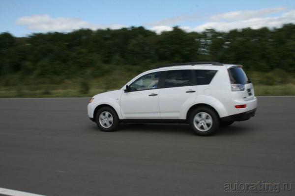 Доступный вариант. Mitsubishi Outlander XL обзавелся новым двигателем