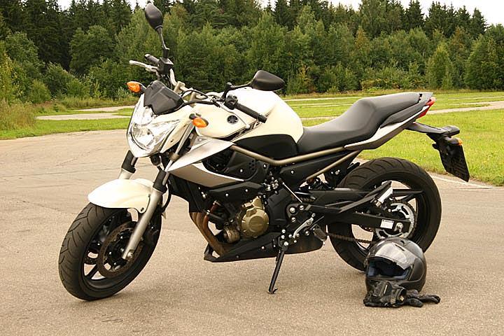 Тест-драйв Yamaha XJ6 Diversion: городской диверсант