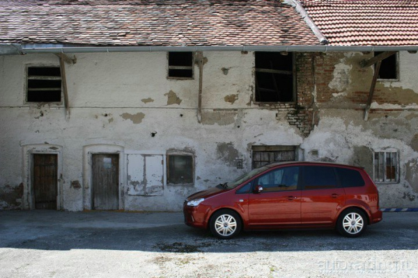 Переходный возраст / Тест-драйв Skoda Roomster Scout и Ford С-Мах