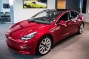 У Tesla Model 3 появится двухмоторная версия