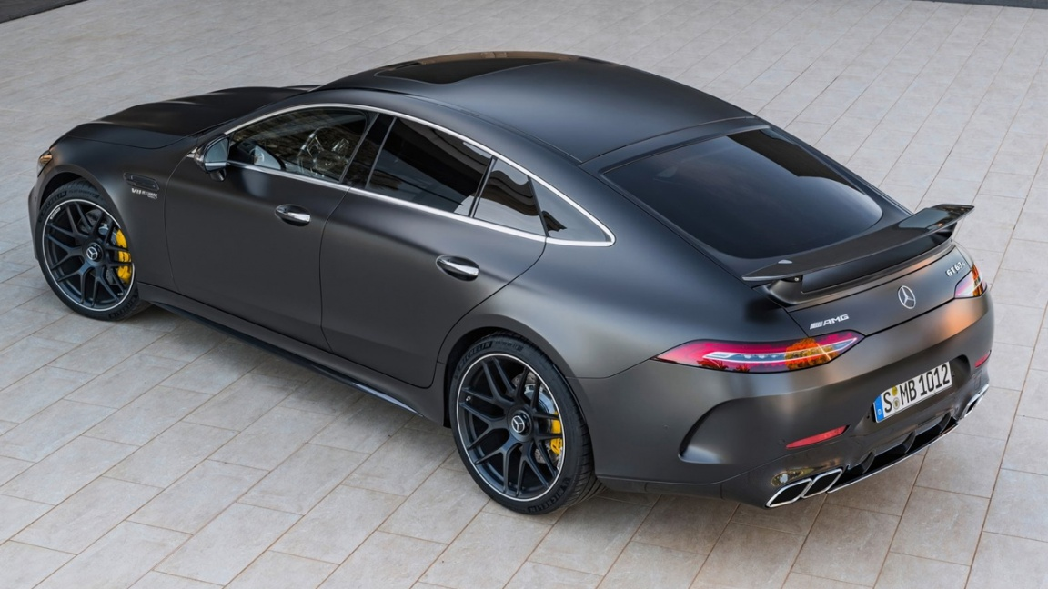 Компания Mercedes Benz представила пятидверный лифтбек AMG GT