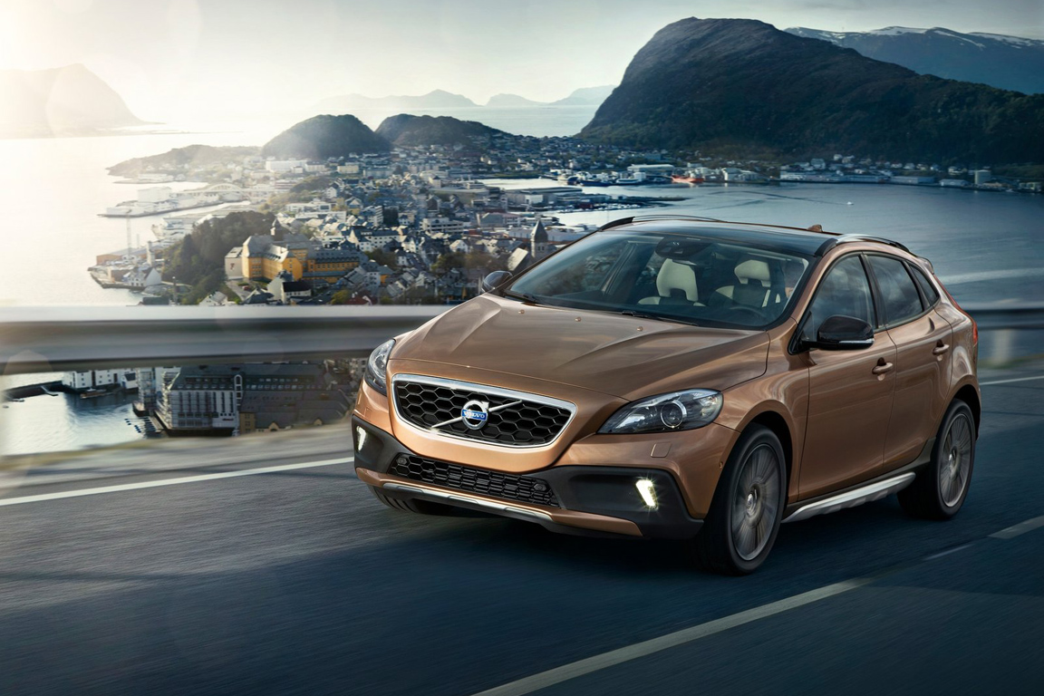 Volvo-V40_Cross_Country_2013_1600x1200_wallpaper_02.jpg