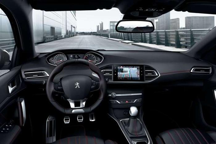Улучшенный  Peugeot (Пежо)  308 доступен для заказа в РФ