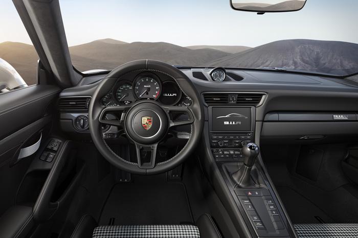 Лимитированную версию Porsche 911R показали в Женеве