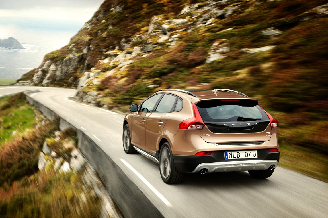 Volvo-V40_Cross_Country_2013_1600x1200_wallpaper_09.jpg