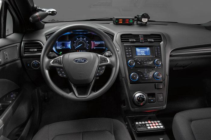 Компания Форд создала гибридный седан для милиции