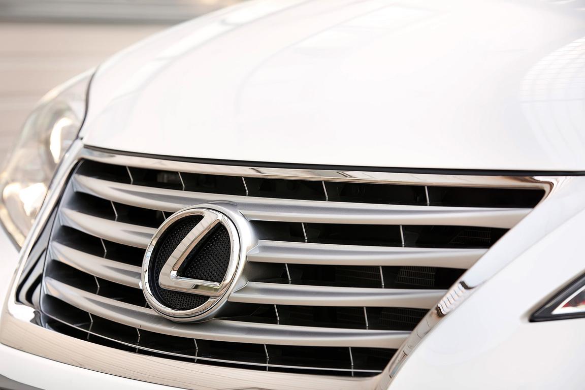 Lexus ES350: с него начинается премиум