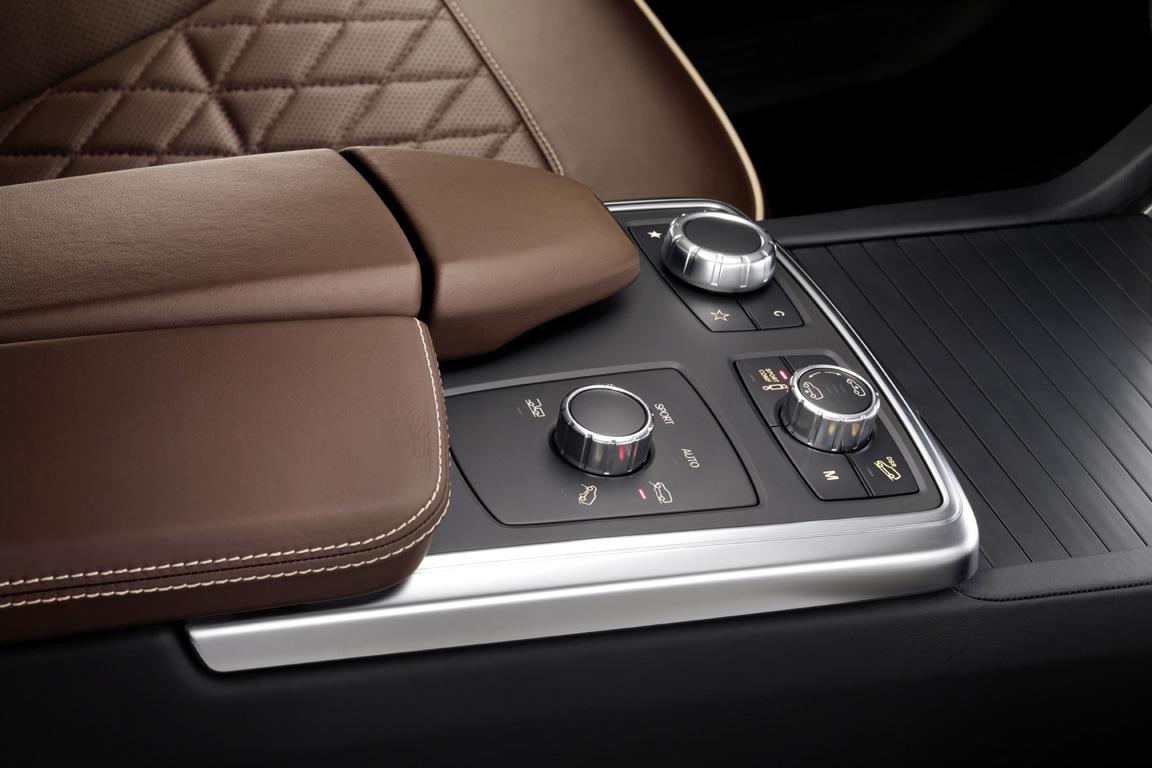 Mersedes-Benz-M-class_2011_18.jpg