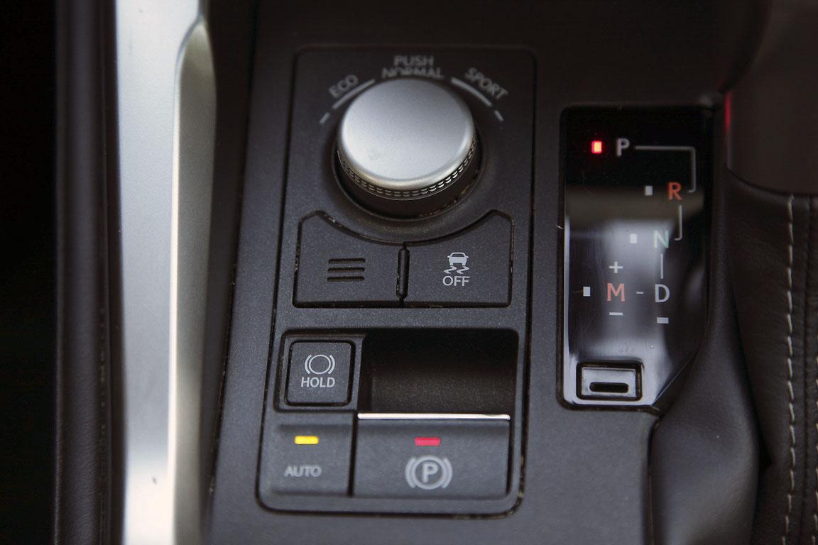 Lexus NX200T: Турбина для полного счастья