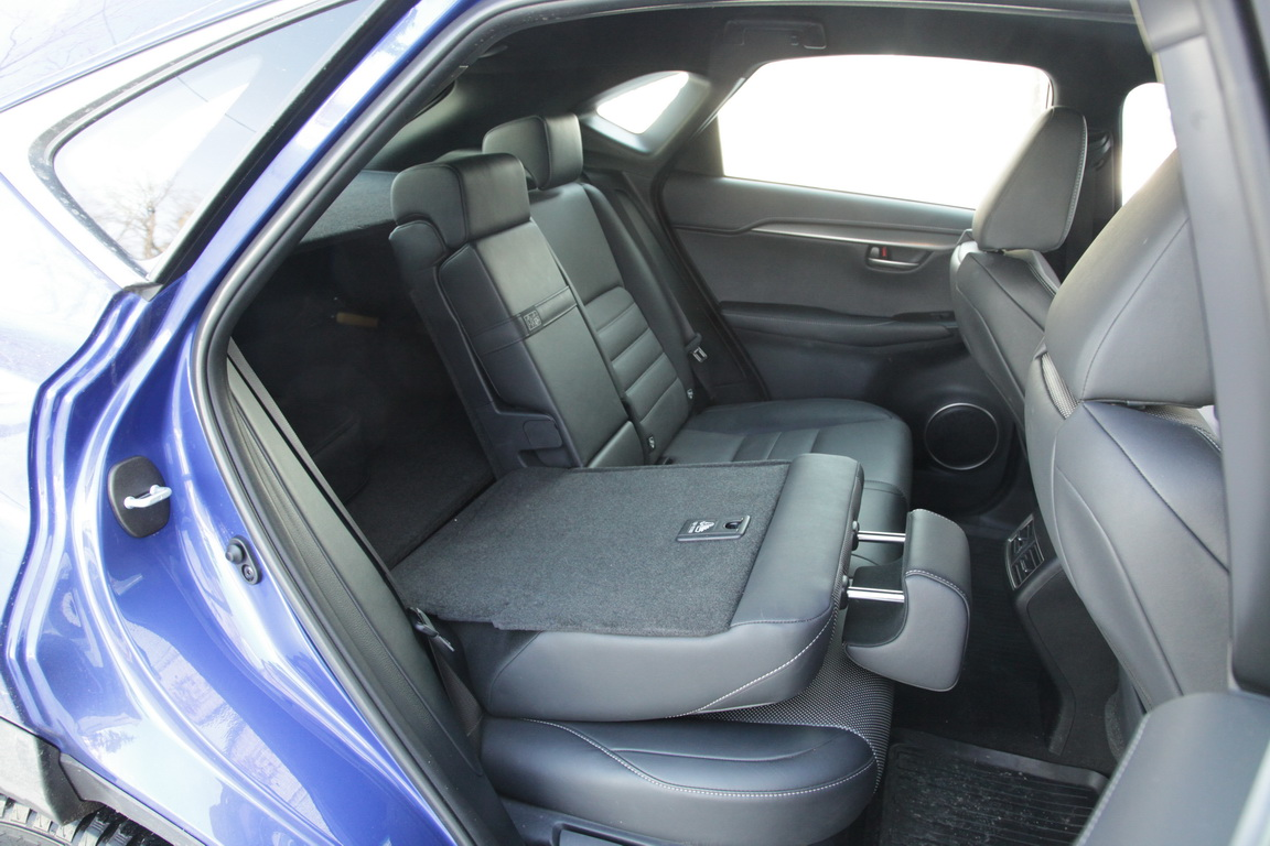 Lexus NX300h: заточен на комфорт