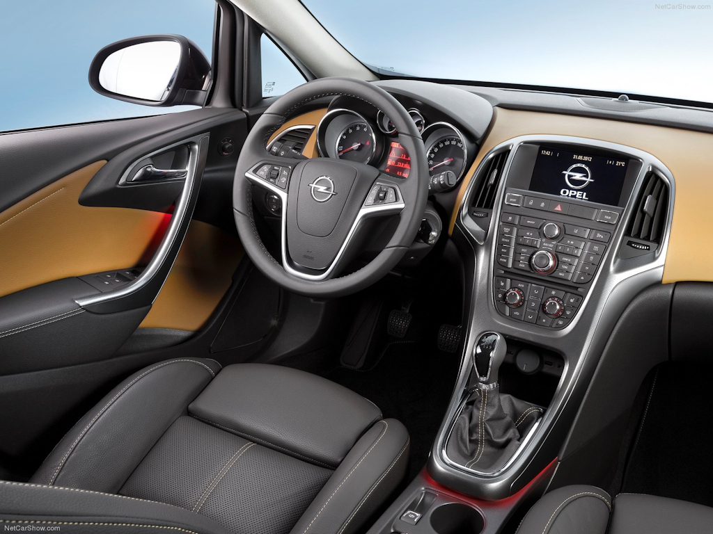 Opel-Astra_Sedan_2013_1600x1200_wallpaper_0e.jpg