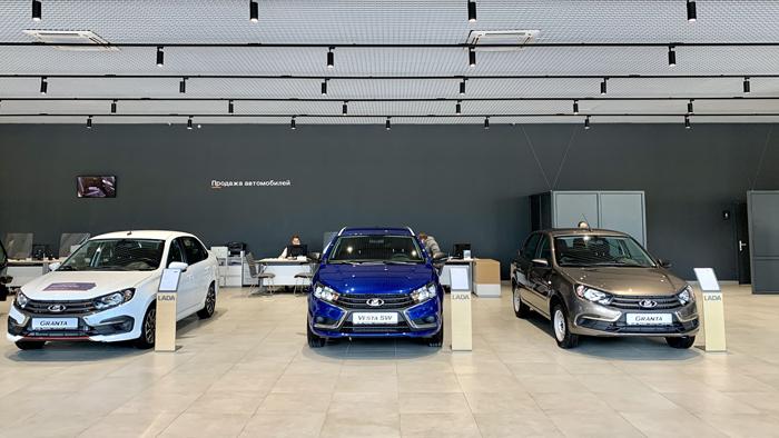 «Питер-Лада» провела масштабное обновление самого первого автосалона LADA в Петербурге