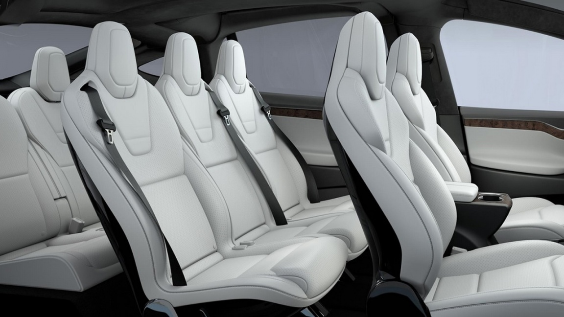 Tesla отзывает 11 тысяч кроссоверов Model X