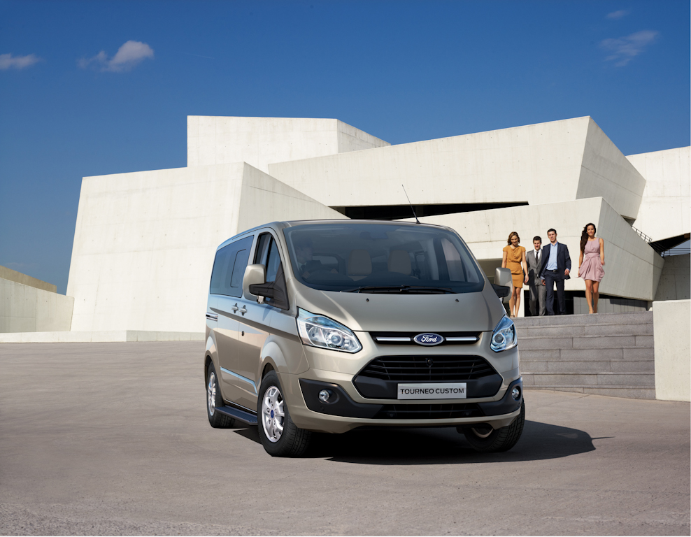 Ford_Tourneo_Custom__01.jpg