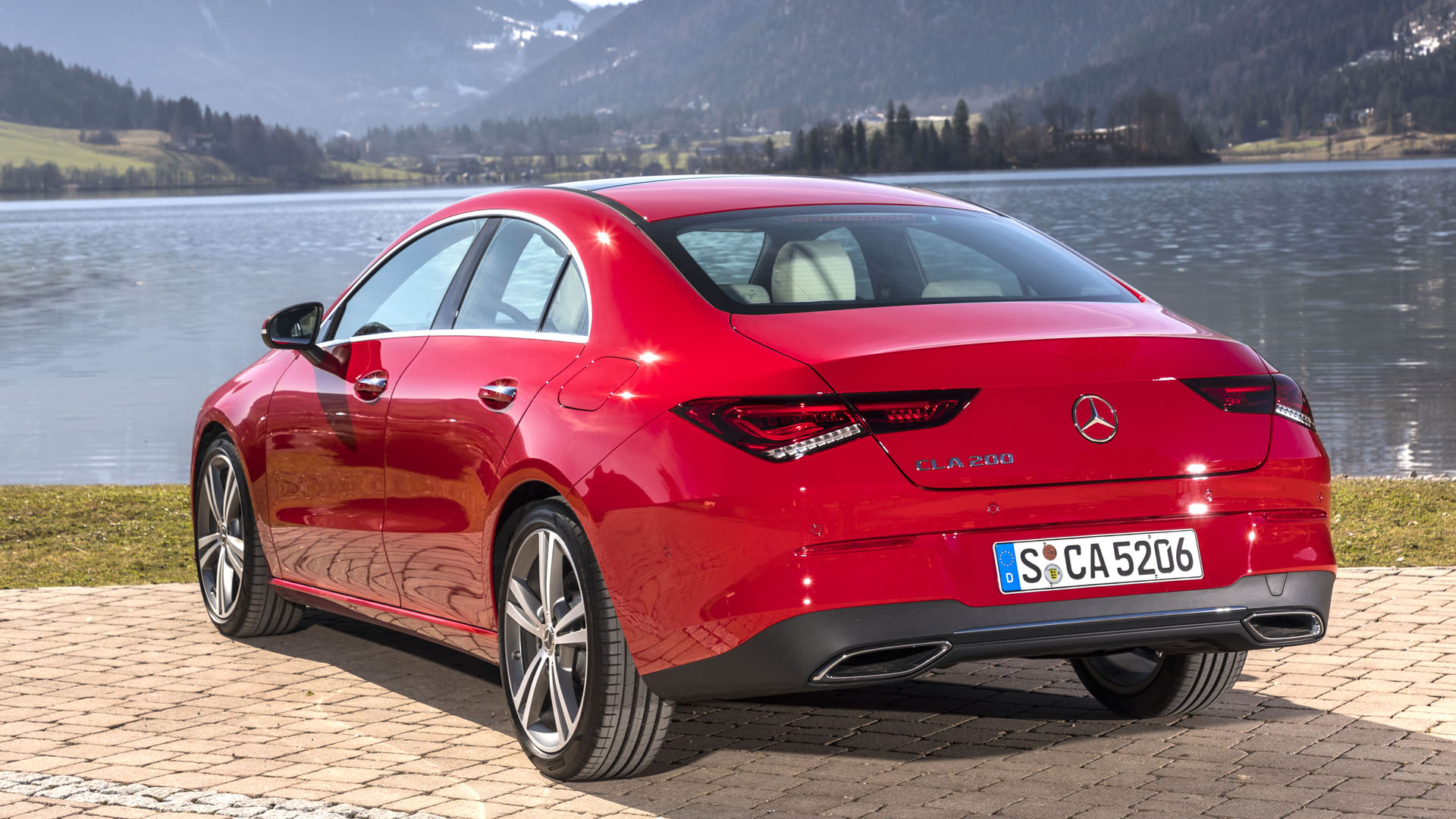 Новый Mercedes-Benz CLA: дверьё моё