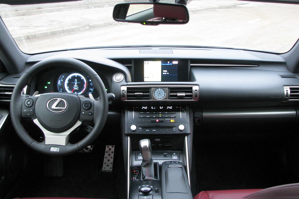 Lexus IS: На два шага вперед