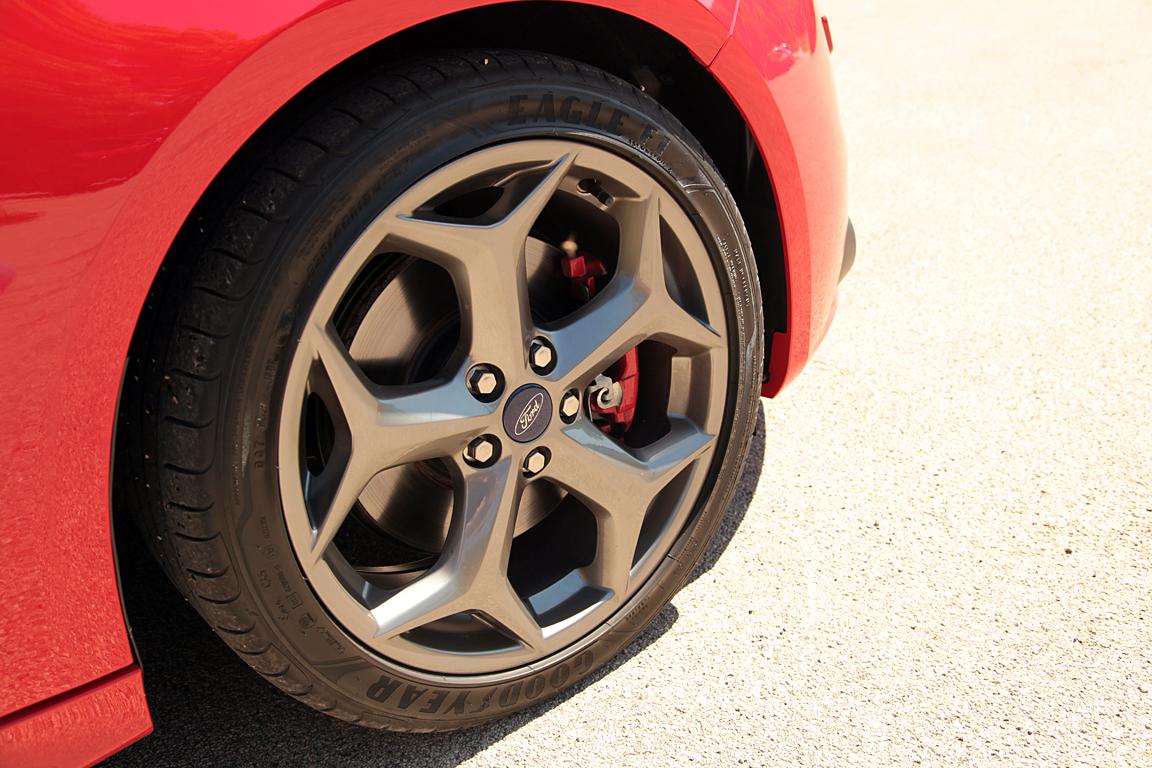 Ford Focus ST: ненавязчивый спорт